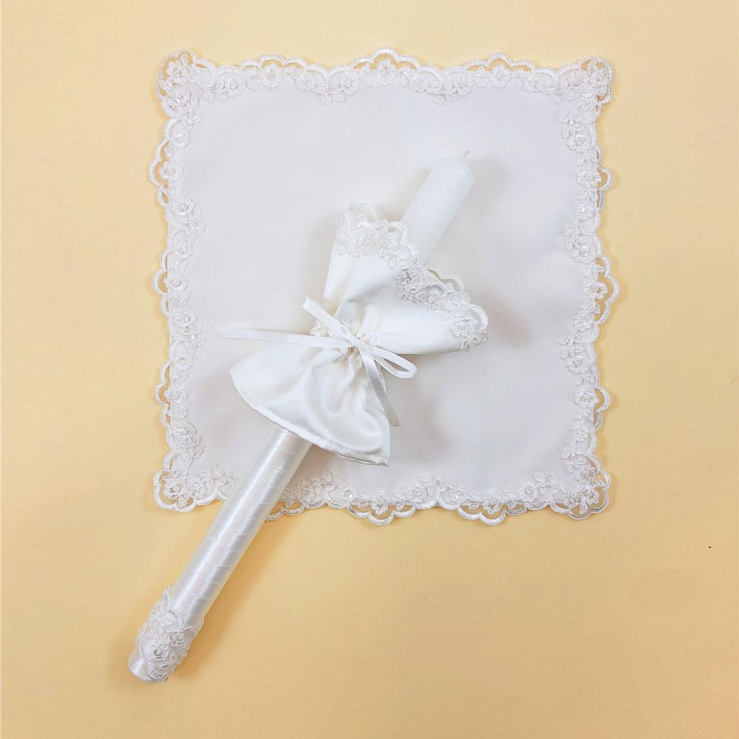 biała szatka na chrzest Marie ozdobiona koroną z ręcznie robioną świecą na chrzest z profitką
