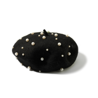 Czarny beret z perełkami