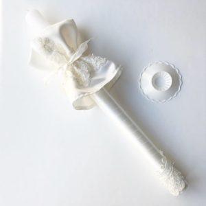 Świeca na chrzest dla dziewczynki i chłopca biała z koronką i ozdobną profitką